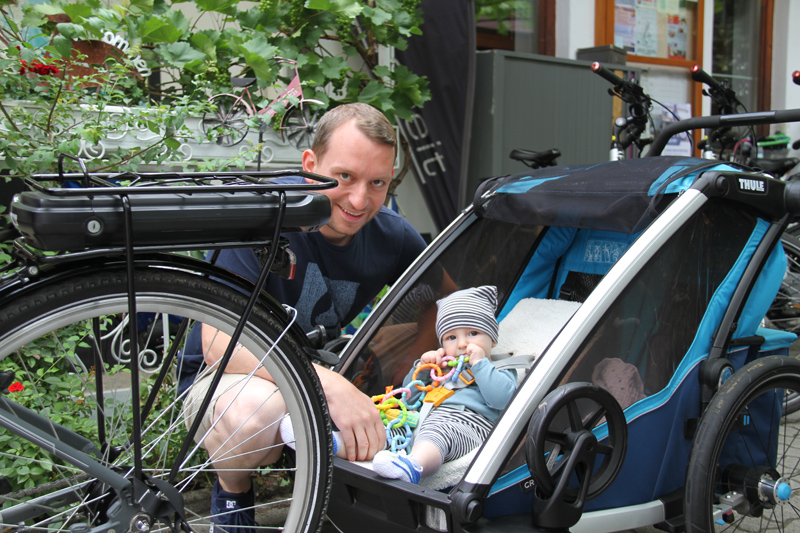 Radverleih Mürner Fahrrad mit Kinderanhänger